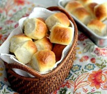 1-hour light and buttery dinner rolls