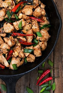 15 minute spicy kung pao chicken skillet