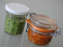 A duet of pesto: rucola pesto and red pesto