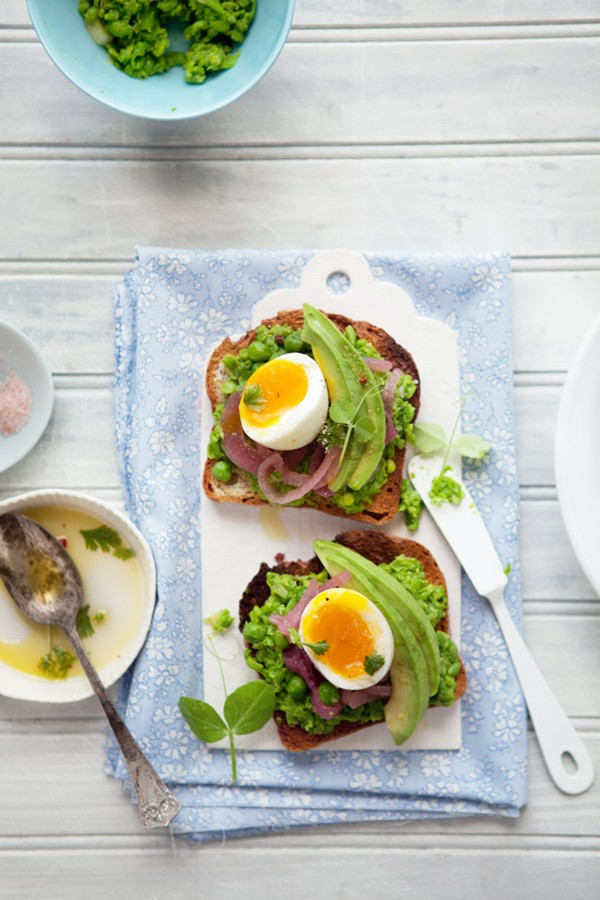 A tartine of peas, pickled onions and egg