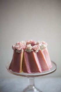 Almond cake with buttercream roses