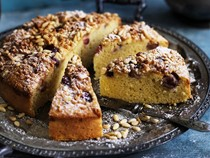 Almond, pine nut and grape cake