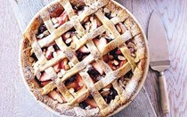 Apple pie recipes for Mother's Day: pink lady apple, raspberry and elderflower pie