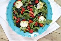 Arugula, berry and goat cheese salad
