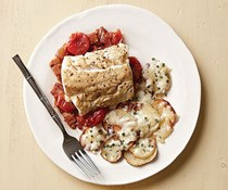 "Baked cod with tomato-bacon ""jam"""