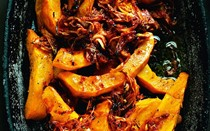 Baked pumpkin with sun-dried tomato paste & crispy onions (Sinkonta)