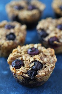 Banana blueberry baked oatmeal cups