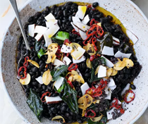 Black beans with coconut, chilli and lime
