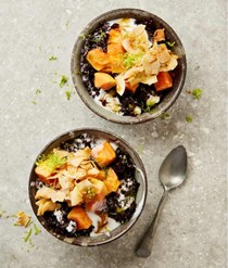 Black rice pudding with papaya