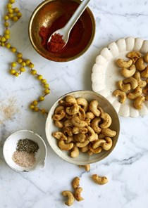 Black salt and pepper roasted cashews