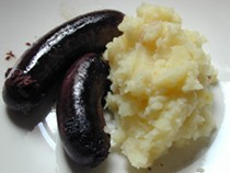 Boudin and homemade mashed potatoes (Boudin Antillais, purée maison)