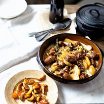 Braised sausages with cider, apples & mustard