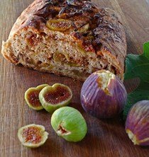 Bread stuffed with figs and brown sugar