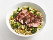 Broccoli grain bowl with steak