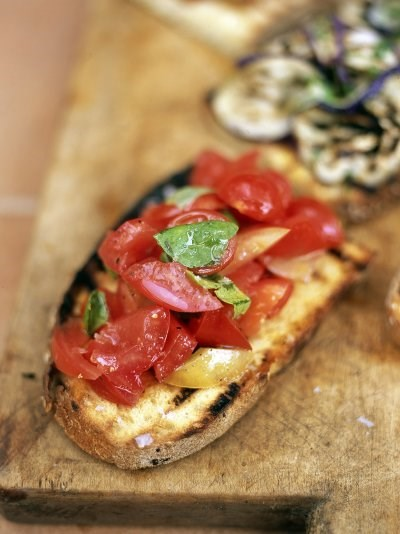 Bruschette with tomato and basil