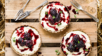 Buckwheat tarts with rice pudding and blackberries