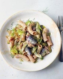 Caramelized fennel, celery, and sardine pasta