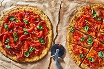 Cauliflower pizza with lemon-infused tomatoes