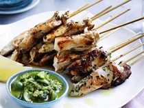 Chicken skewers with green olives