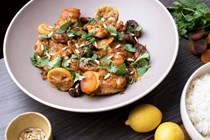 Chicken with apricots, lemon and saffron