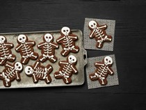 Chocolate-cinnamon skeleton cookies
