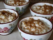 Creamy hominy pudding (Canjica)