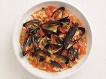 Creole mussels with rice