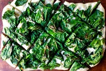 Crispy spinach pizza