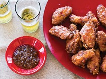 Crispy wings with three-flavored sauce (Pik kai thot sot sam rot)