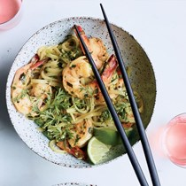 Curried noodles with shrimp