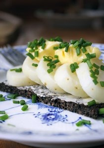 Danish open sandwiches (Smørrebrød): Potato food (Kartoffelmad) with home-made mayonnaise