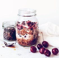 Dark chocolate cherry overnight oats