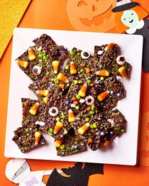 Easy Halloween chocolate boo bark