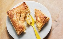 Easy individual apple puff pastry pies