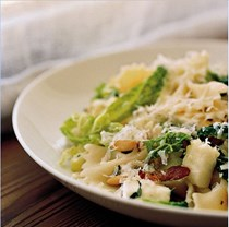 Farfalle with Savoy cabbage, pancetta, thyme and mozzarella