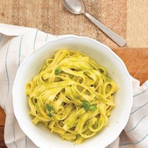 Fettuccine with lemon and basil (Fettuccine al limone)