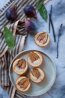 Fig financier with brown butter, bay leaf and vanilla