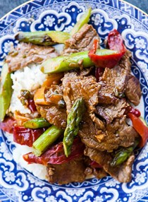 Flank steak stir fry with asparagus and red pepper