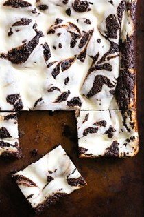 Flourless cheesecake brownies