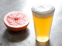 Fresh grapefruit radler (shandy)