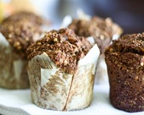 Fresh pear and dried figs bran muffins