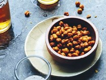 Fried chickpeas with chili powder (Garbanzos con chile)
