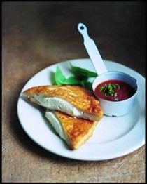 Fried mozzarella sandwich (Mozzarella in carrozza)