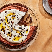 Frozen Greek yogurt blackout pie