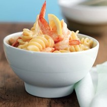 Fusilli with lemon cream and shrimp (Fusilli alla salsa di gamberi e limone)