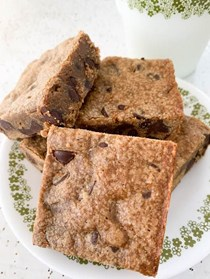 Gingerbread chocolate chip blondies