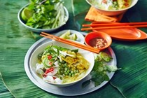 Green curry breakfast noodles (Nom ben chok)