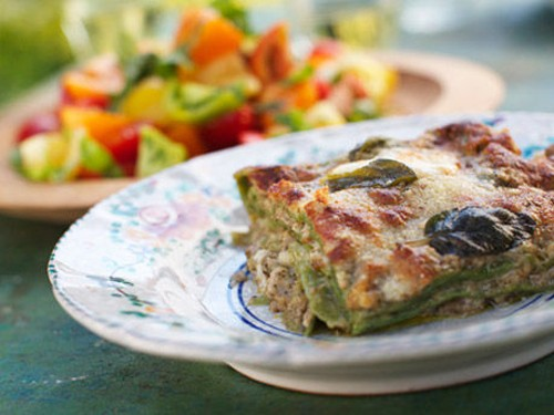 ... sage and walnut pesto (Lasagna verde con pesto di salvia e noce