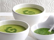 Green pea soup with mint pistou