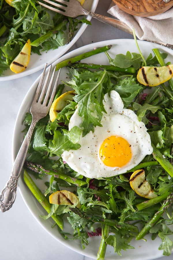 Grilled asparagus salad with fried egg